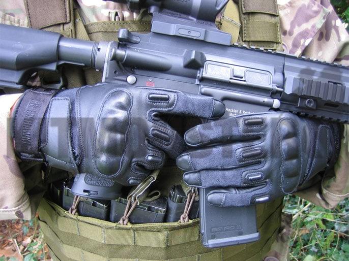 oakley kevlar gloves oa7r  oakley hard knuckle assault gloves